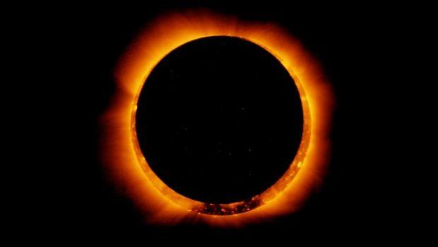 une-eclipse-solaire-annulaire-observee-en-2011-par-le-satellite-hinode_65444_w620